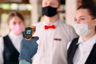 Robots en recepción, mascarillas de cortesía y adiós al bufé: así serán los hoteles tras el coronavirus