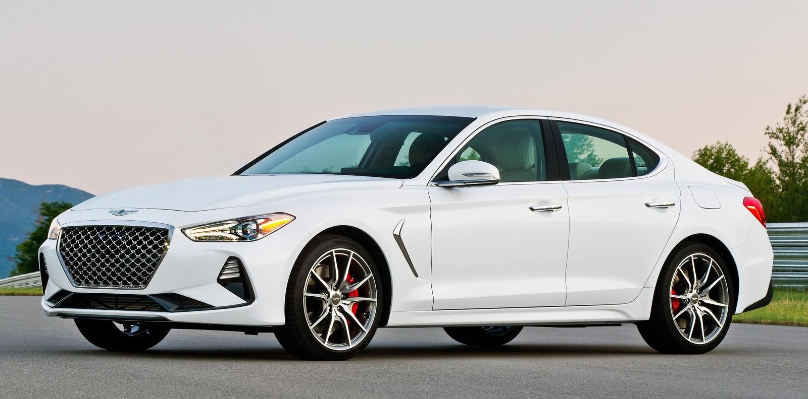 El G70 es el modelo más pequeño. Rivalizaría con un BMW Serie 3