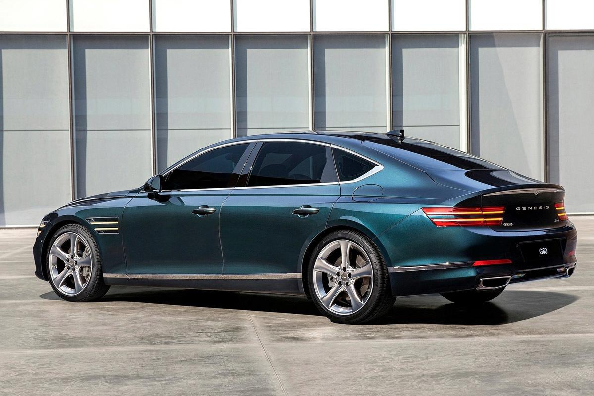El G80 es una berlina de aires deportivos y trasera de tipo coupé