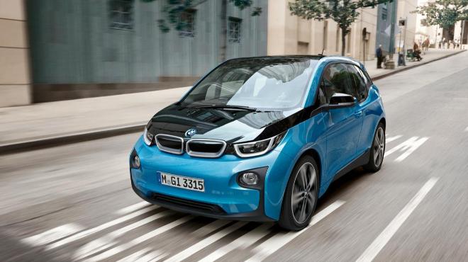 Tesla, BMW y Renault, las marcas que más eléctricos y 'plug in' venden en Europa