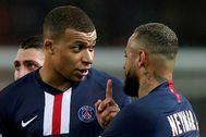 FILE PHOTO: lt;HIT gt;Ligue lt;/HIT gt; 1 - Paris St Germain v Bordeaux