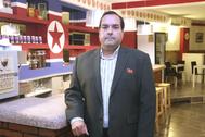 Alejandro Cao de Benós, en la sede de la Asociación de Amigos de Corea del Norte, en Tarragona.