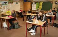 Niños en un descanso en un colegio de Dinamarca, el 15 de abril.