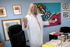 El científico francés Didier Raoult, en su oficina en Marsella.