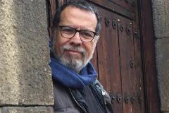 el escritor y periodista lt;HIT gt;Ibsen lt;/HIT gt; Martínez, que está confinado en Bogotá.