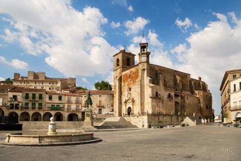 Plaza Mayor de Trujillo (Cáceres), dominada por la estatua ecuestre de Pizarro.