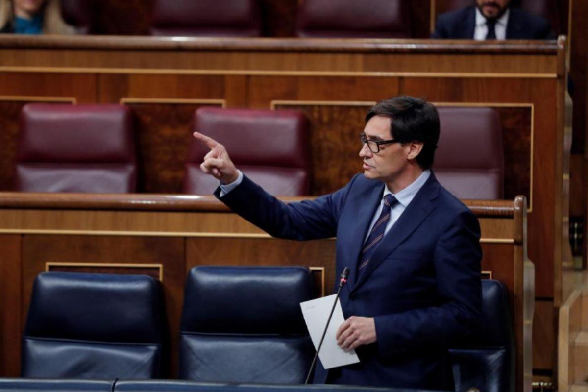 Salvador Illa, durante su respuesta a la oposición.