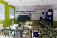 Imagen de un aula vacía por el confinamiento, en Murcia.