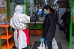 Control de temperatura en supermercados asiáticos para hacer la compra en Madrid