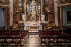 Fieles con mascarilla, pilas vacías, más misas... Así será la desescalada de la Iglesia en España