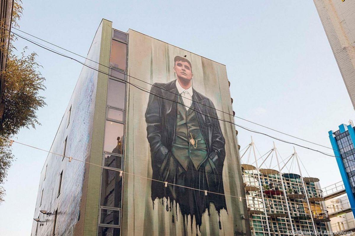 Mural en una fachada de una calle de Digbeth (Birmingham city) , en 'Peaky Blinders'