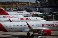 Aviones de la aerolínea Iberia estacionados en la T4 del aeropuerto de Barajas.