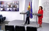 La vicepresidenta de Asuntos Económicos, Nadia Calviño, y la ministra de Hacienda, María Jesús Montero (dcha.), en Moncloa