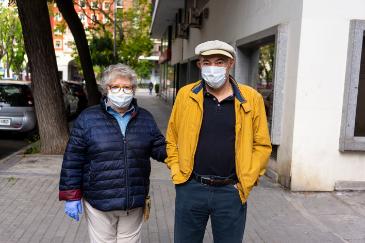 Pilar y Enrique, ambos de 71 años. Ella no salí a la calle desde el 16 de marzo.