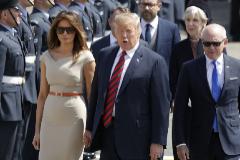 Donald y Melania Trump junto a 'Woody' Johnson en Londres en 2019.