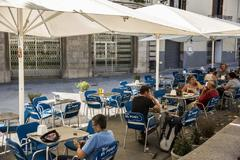 """Los hosteleros dicen que, ahora, con un 50% de aforo sí podrán abrir algunas terrazas de forma experimental"""""""