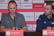 Valverde observa a Froome, durante el Tour de Emiratos Árabes.