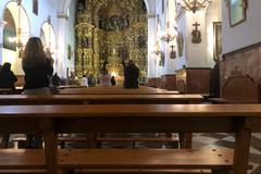 Interior de una iglesia en Granada mientras se desarrolla una misa 'clandestina'.