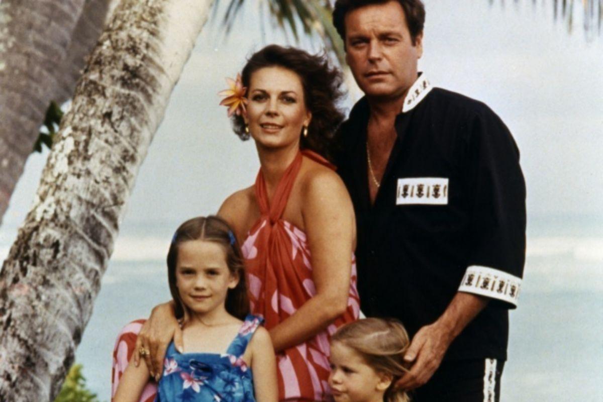 Natalie Wood posa con Robert Wagner y sus hijas en una imagen del documental de HBO.
