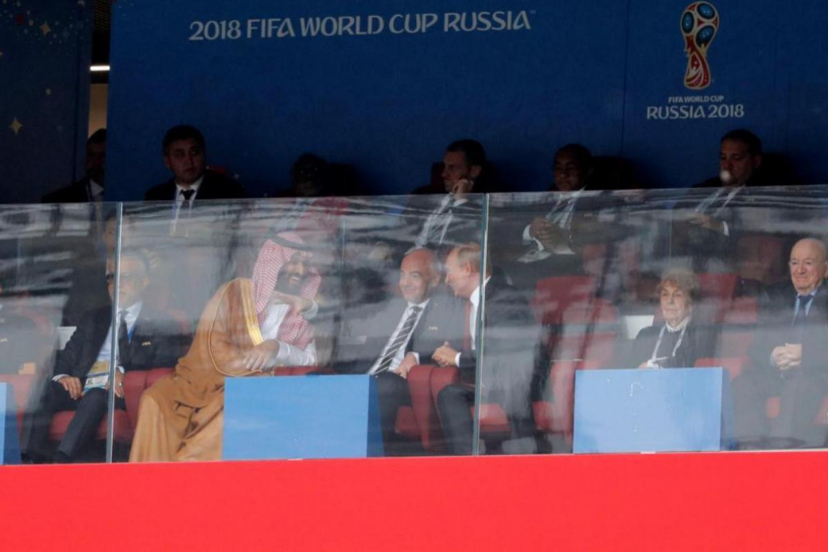 El príncipe, con Vladimir Putin  en el partido inaugural del Mundial de Rusia 2018.