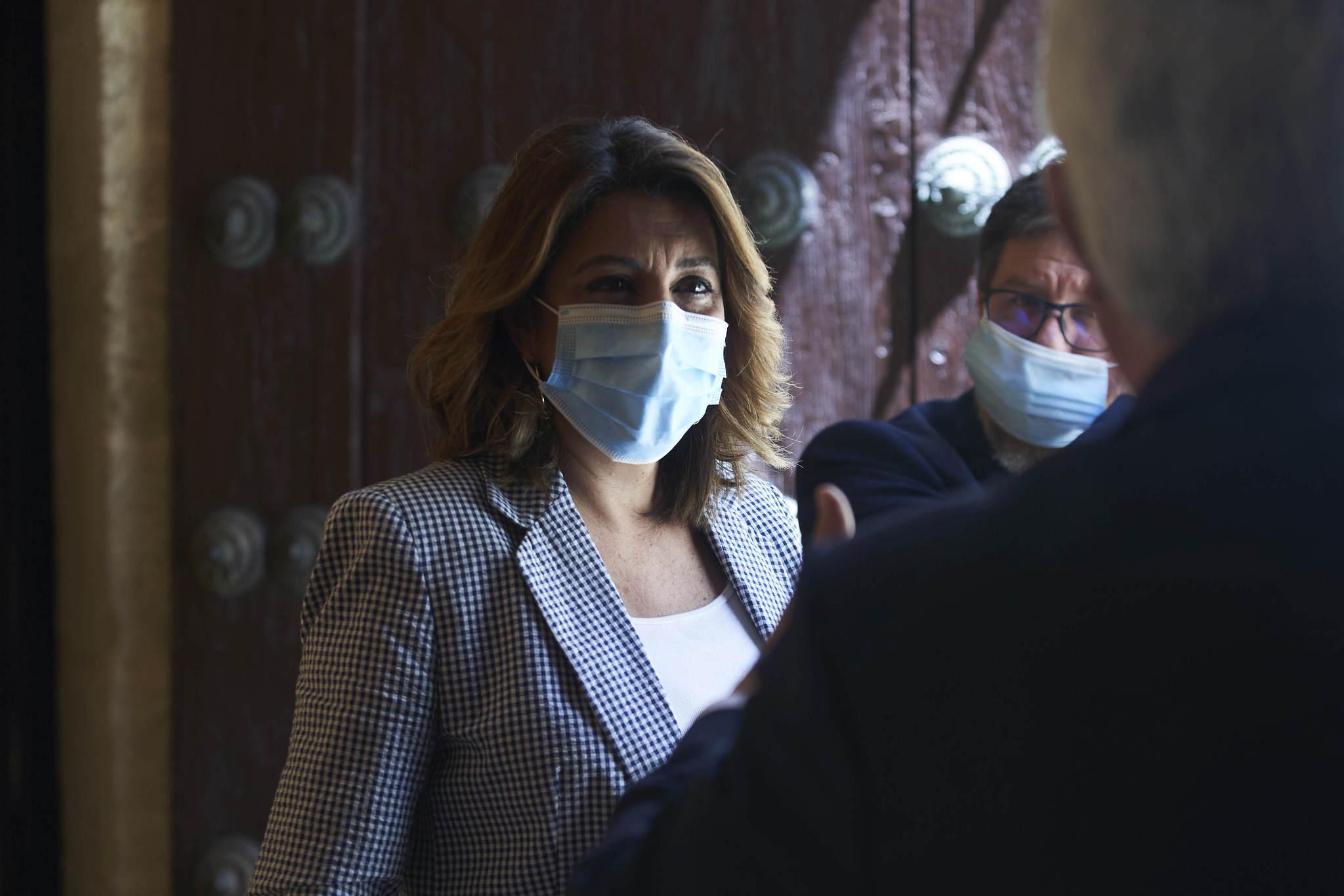 Susana Díaz, con mascarilla, este miércoles en el Parlamento.