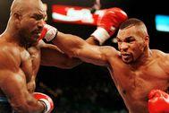 Holyfield y Tyson, durante una de sus peleas en Las Vegas.