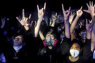 Asistentes a un concierto en Hong Kong protegidos por mascarillas, en febrero pasado.