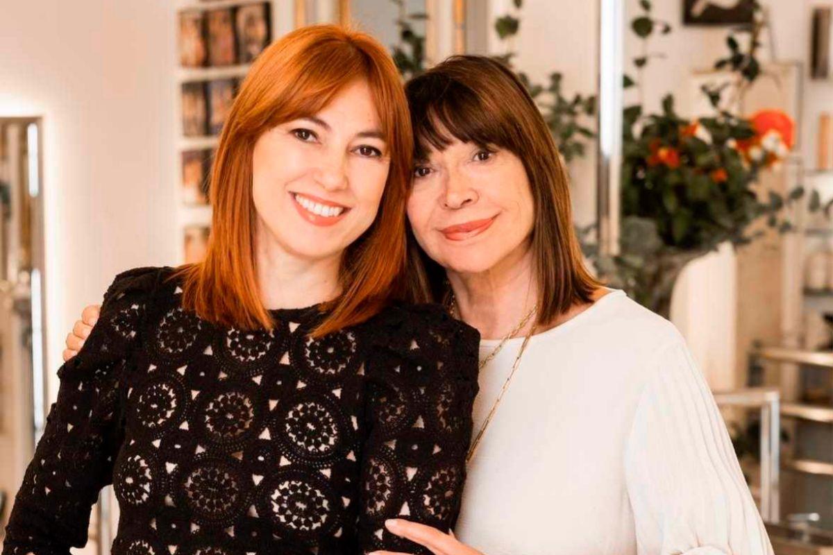 La peluquera de las estrellas, Cheska, con su hija María.