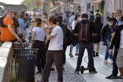 """El enfado del alcalde de Milán por las multitudes en la calle: """"Vergonzoso, o cambiáis o cierro de nuevo"""""""