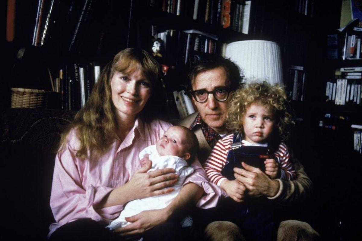 Mia Farrow, Woody Allen y sus hijos, Ronan y la adoptada Dylan.