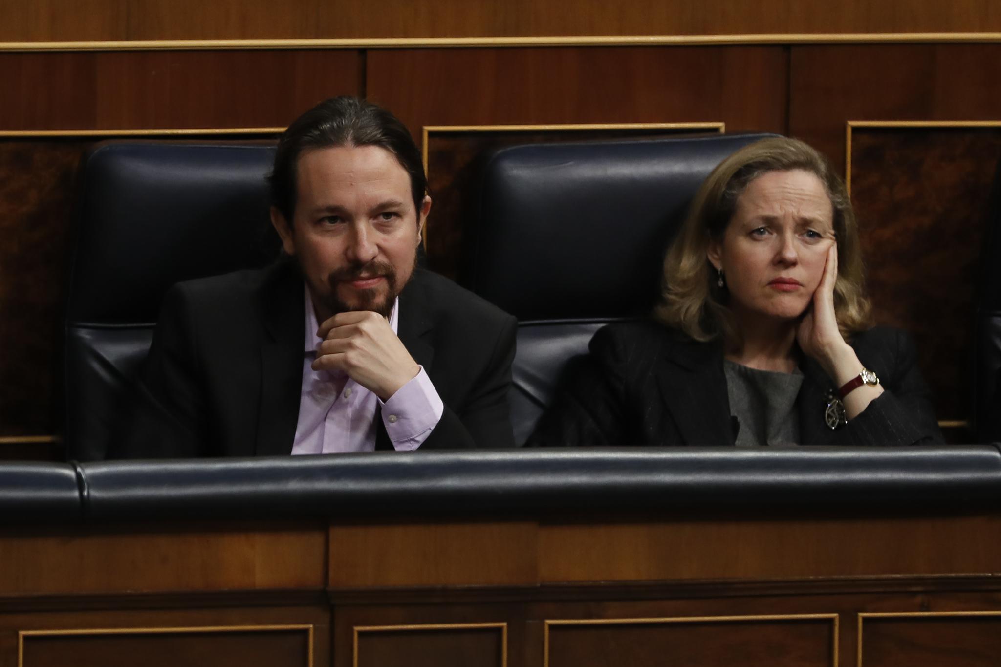 La vicepresidenta económica  junto a Pablo Iglesias en una sesión de control al Gobierno.