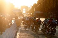 Paris (France).- (FILE) - The peloton is on the way during the 21st and final stage of the 106th edition of the lt;HIT gt;Tour lt;/HIT gt; de France cycling race over 128km between Rambouillet and the Champs Elysees in Paris, France, 28 July 2019 (reissued on 05 May 2020). The UCI announced on 05 May 2020 that the lt;HIT gt;Tour lt;/HIT gt; de France 2020 will be held from 29 August to 20 September 2020, with the other Grand lt;HIT gt;Tour lt;/HIT gt; races Giro d'Italia and Vuelta a Espana overlapping in October. (Ciclismo, lt;HIT gt;Francia lt;/HIT gt;) EPA/ *** Local Caption *** 56025602