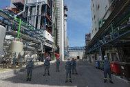 Los operarios que acuden a la planta de UBE cumplen un protocolo de seguridad.