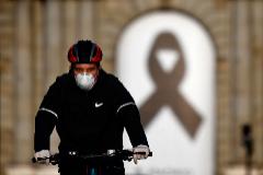 Última hora del coronavirus | Castilla y León retira un millón de mascarillas defectuosas en uso desde hace un mes en hospitales