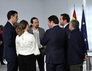 De izquierda derecha Pedro Sánchez, Yolanda Díaz, Pablo Iglesias, Gerardo Cuerva (Cepyme), Antonio Garamendi (CEOE) y Pepe Álvarez (UGT) el pasado 9 de febrero en el Palacio de la Moncloa.