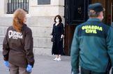 GRAF152. MADRID.- La presidenta de la Comunidad de Madrid, Isabel Díaz lt;HIT gt;Ayuso lt;/HIT gt;, guarda el minuto de silencio este mediodía a las puertas de la Real Casa de Correos, sede del gobierno regional. Comunidad de Madrid *****SÓLO USO EDITORIAL // NO VENTAS // NO ARCHIVO*****