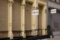 Tienda de Dior cerrada durante el coronavirus en Nueva York.