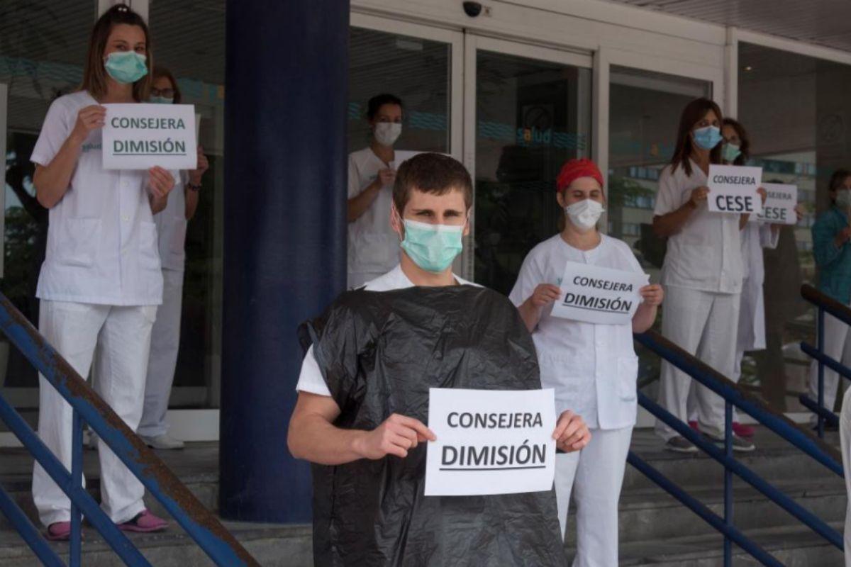 Concentración en el hospital San Jorge de Huesca para pedir la dimisión de la consejera.