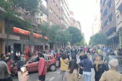Decenas de personas se concentran cada tarde en el barrio de Salamanca para protestar contra el Gobierno