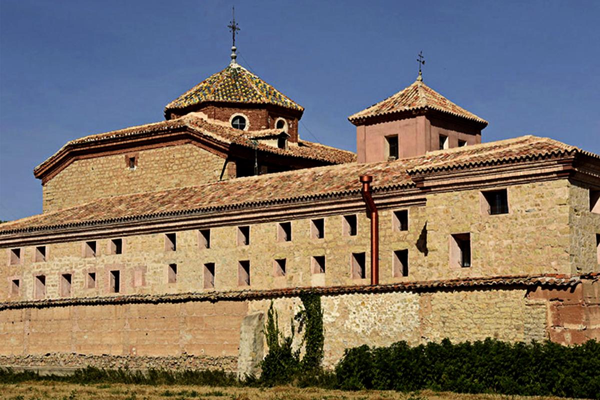 El convento está en Gea de Albarracín (Teruel). Edificado en el siglo XVIII, se quedó sin monjas en 2006. Vacío desde entonces, ahora es sede de un vanguardista Centro Covid-19.