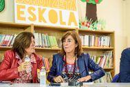 Cristina Uriarte junto a su consejera Miren Maite Alonso en el arranque del presente curso escolar en Barakaldo.