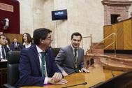 Juan Marín y Juanma Moreno, en el Parlamento andaluz.