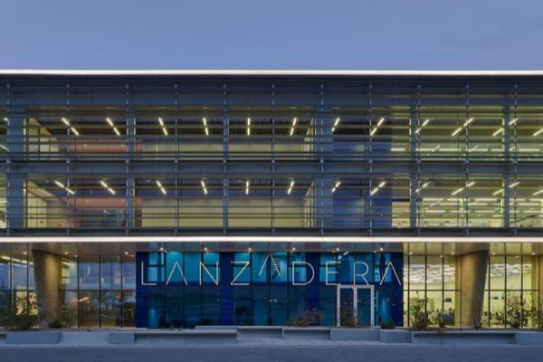 Fachada principal de la sede de Lanzadera en La Marina de València.