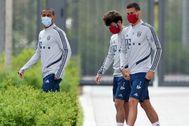 Thiago Alcantara, Odriozola y Lucas Hernandez, tras el entrenamiento del Bayern.