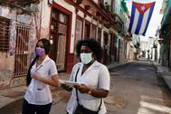 Estudiantes de medicina realizan visitas a domicilio en La Habana.