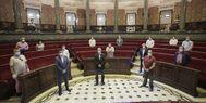 El alcalde Ribó y el concejal de Cultura Festiva, Carlos Galiana, en la reunión con los representantes falleros.