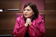 Isabel Bonig en su escaño de las Cortes Valencianas.