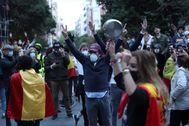 Vecinos del barrio de Salamanca, en Madrid, durante la protesta.