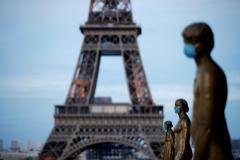 Macron lanza un 'plan Marshall' de 18.000 millones para salvar su turismo