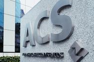 Logotipo de ACS a las puertas de su sede en Madrid.